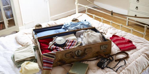 여행에 꼭 챙겨야할 필수품 10개(일러스트)