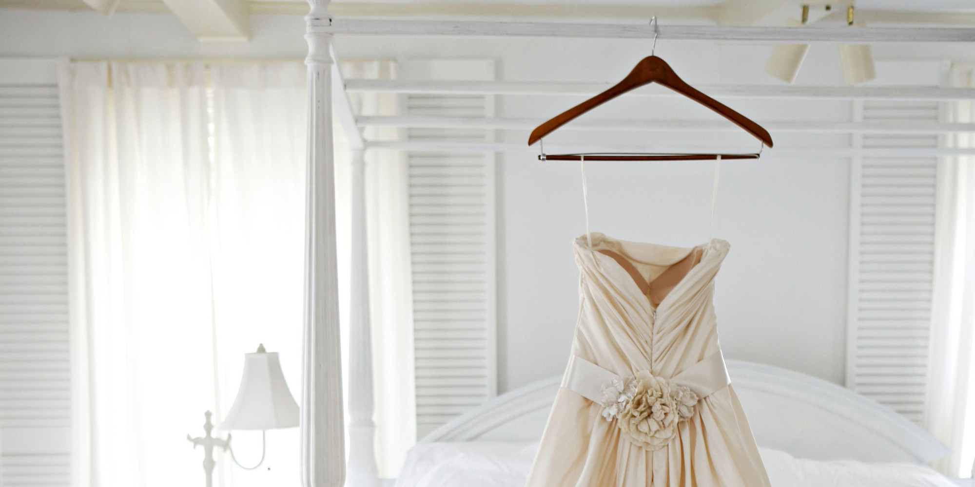 5 tips for shipping your wedding gown to your destination for Wedding dress garment bag for plane