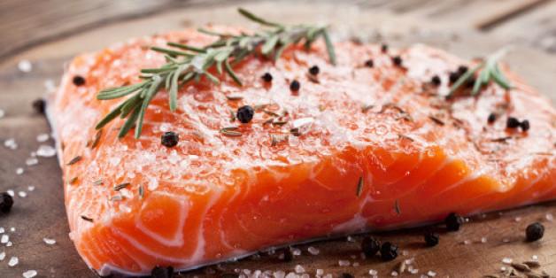 Zuchtlachs aus dem Supermarkt hält gesundheitsgefährdende Stoffe