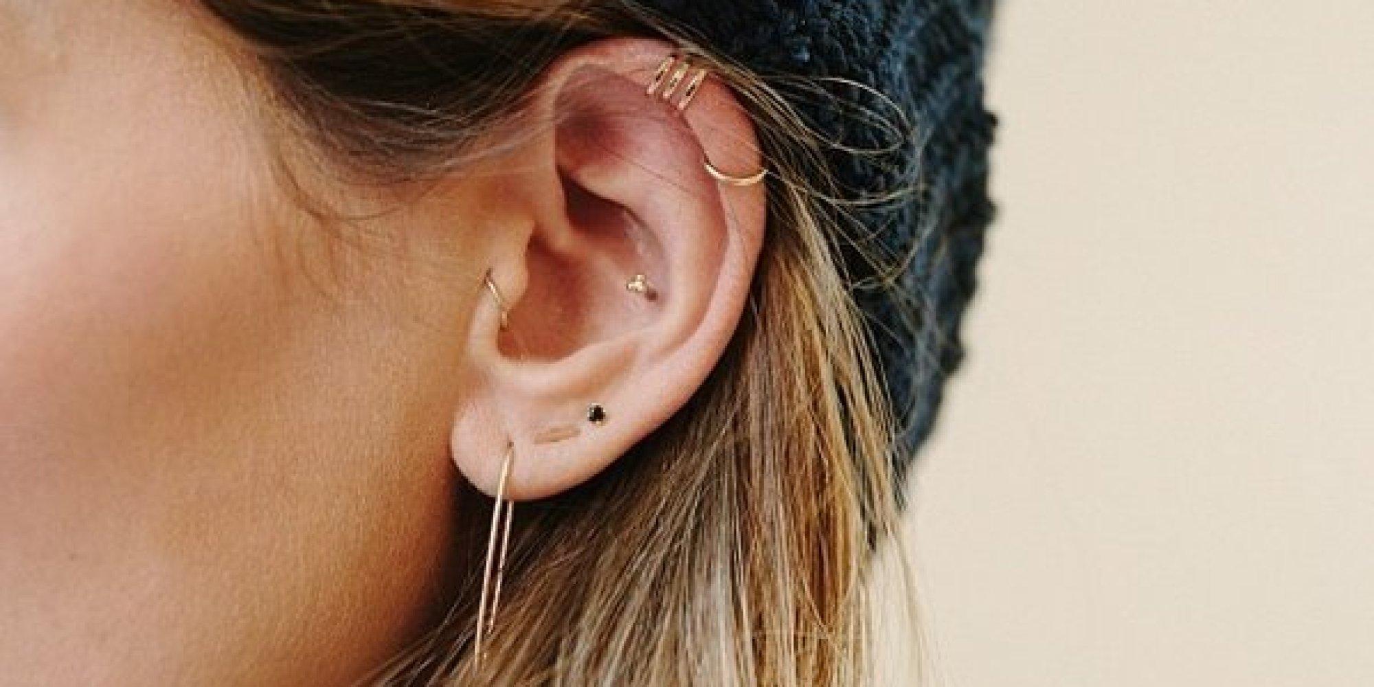 Сережки в ухо девушке фото