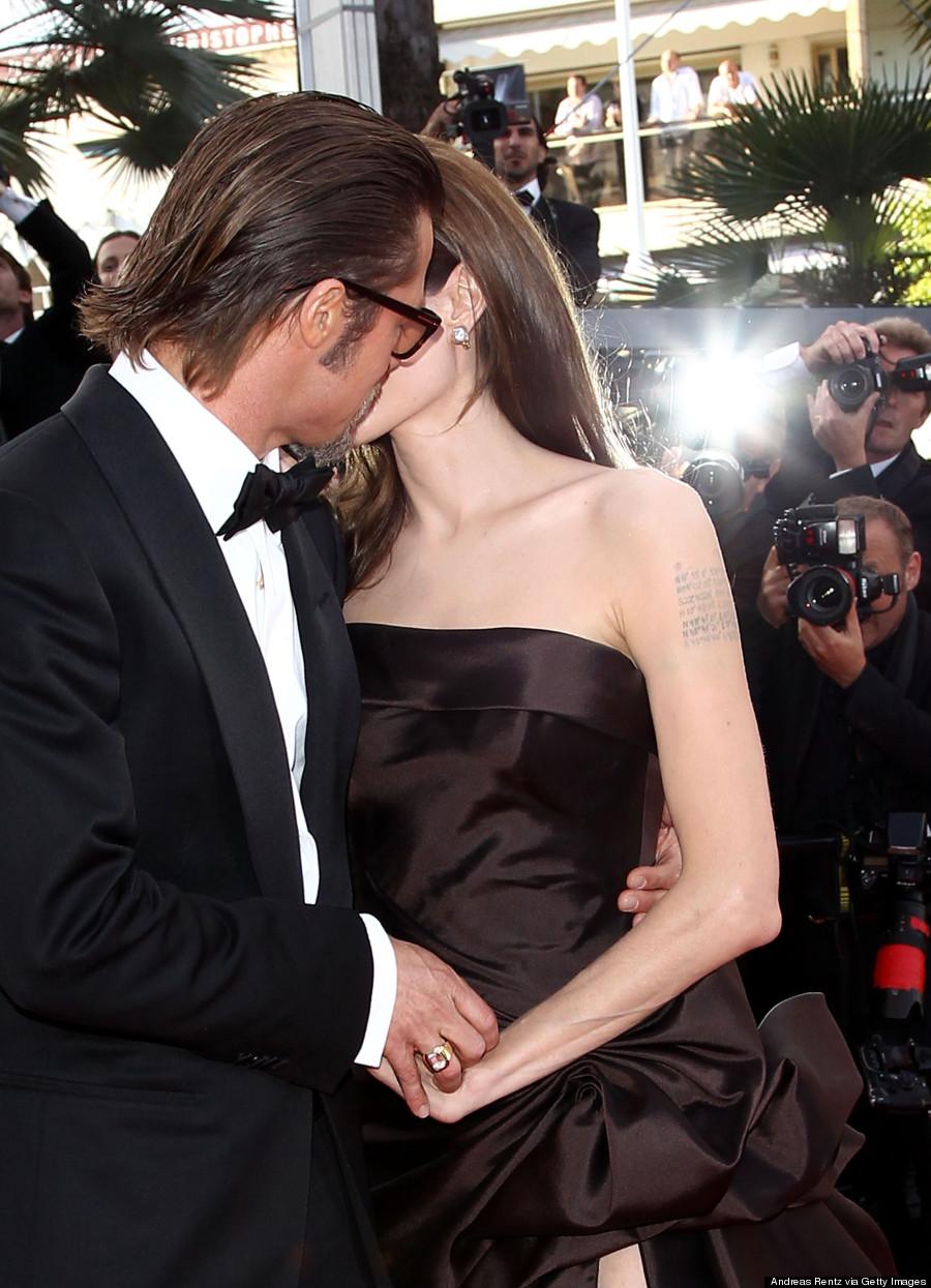 angelina jolie brad pitt kissing
