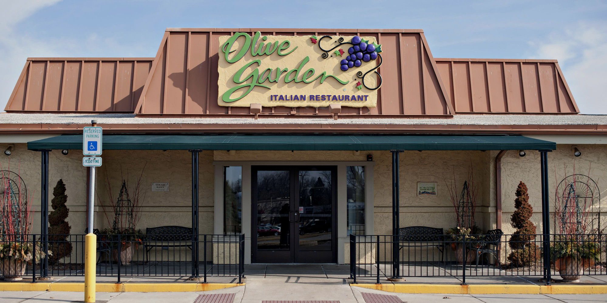 PSA: Olive Garden Says You Canu0027t Share Or Sell Your Pasta Pass | HuffPost