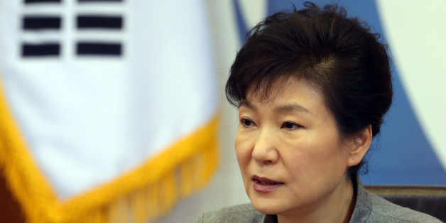 박근혜 대통령이 16일 오전 청와대에서 열린 국무회의에서 모두발언하고 있다.