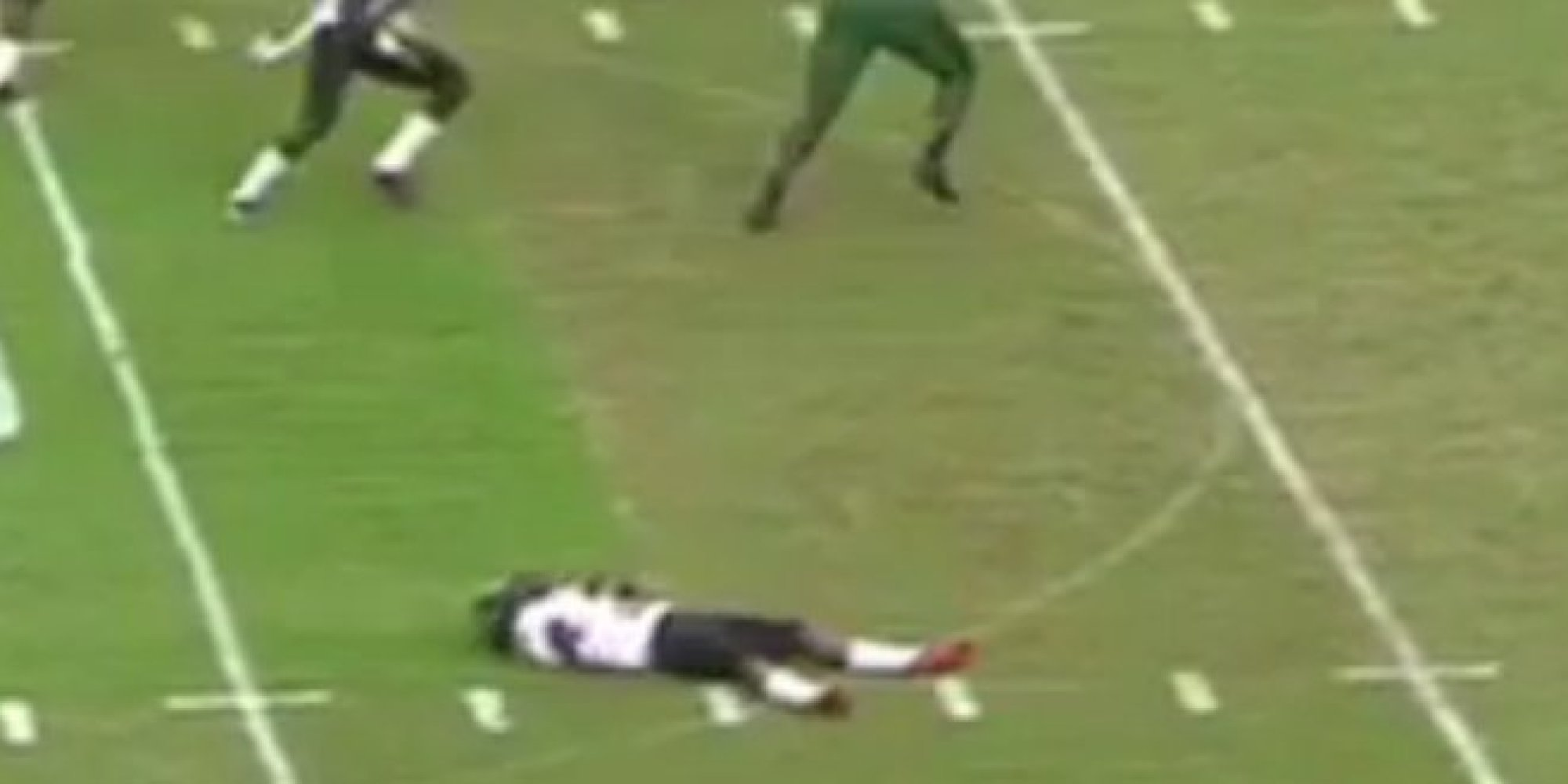 Football Player Plays Dead During Fake Punt No One