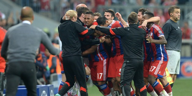 Bayern Munich's team members celebrate after Jerome Boateng (C) scored during the first leg UEFA Champions League Group E football match Borussia FC Bayern Munchen v Manchester City in Munich, Germany on September 17, 2014.     AFP PHOTO / CHRISTOF STACHE        (Photo credit should read CHRISTOF STACHE/AFP/Getty Images)