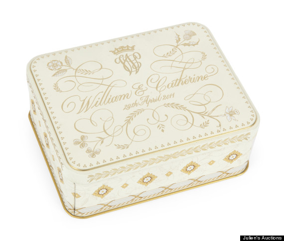 william and kate wedding cake tin kate and william wedding cake selling at auction for 27488