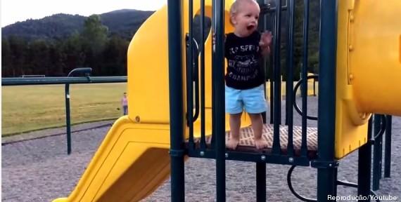 menino escorregando