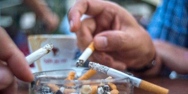 Des fumeurs dans un café à Vienne, le 9 septembre 2014