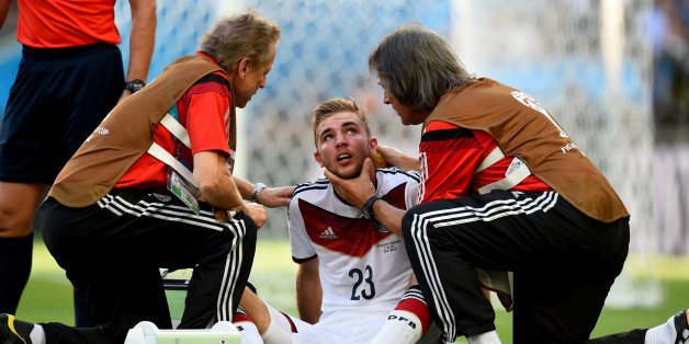 RIO DE JANEIRO, BRAZIL - JULY 13:  Christoph Kramer of Germany receives a medical treatment during the 2014 FIFA World Cup Brazil Final match between Germany and Argentina at Maracana on July 13, 2014 in Rio de Janeiro, Brazil.  (Photo by Shaun Botterill - FIFA/FIFA via Getty Images)