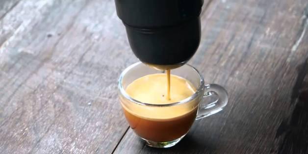 전원도 필요없는 휴대용 커피머신 '미니프레소'(동영상)