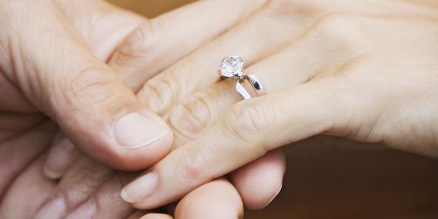 0f11e15245f1 Lo que el costo de tu anillo de compromiso dice acerca de tu matrimonio
