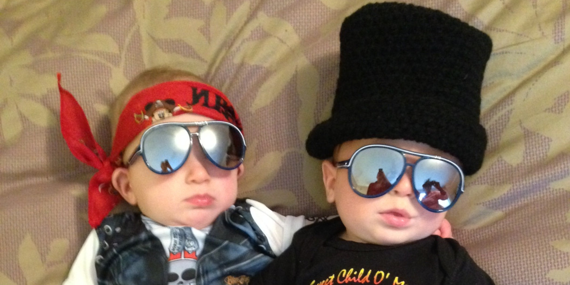 sc 1 st  HuffPost & Halloween Costumes For Twins That Will Win You Over Twice | HuffPost