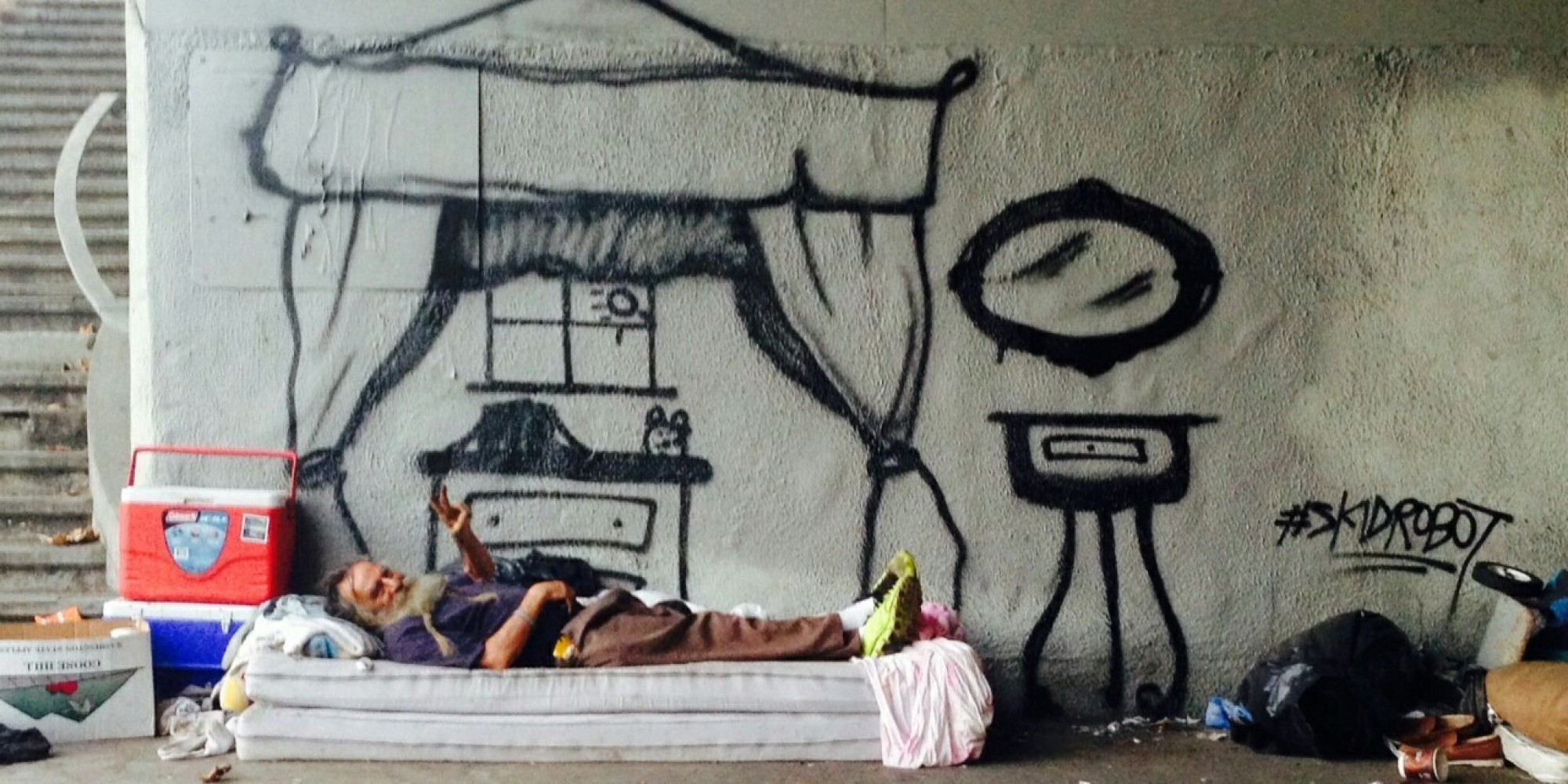 LA Graffiti Artist Humanizes Homeless People By Painting Their Dreams
