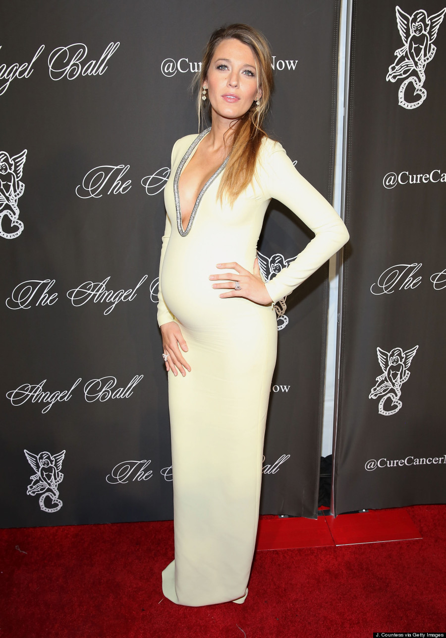 Pregnant Blake Lively Flaunts Cleavage In Tight Dress | HuffPost Canada