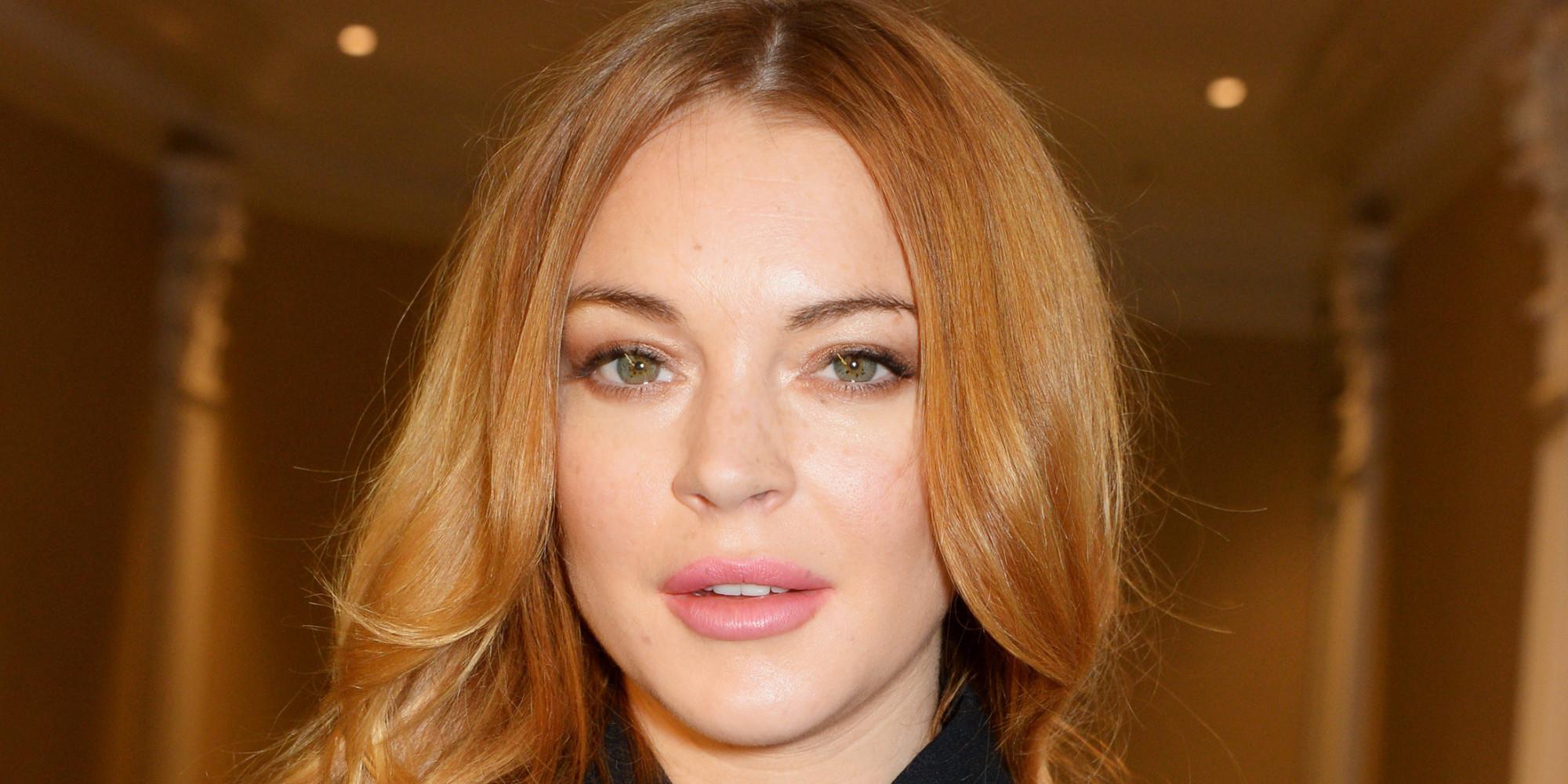Lindsay Lohan Snaps A Topless Selfie In Her Dressing Room -6583