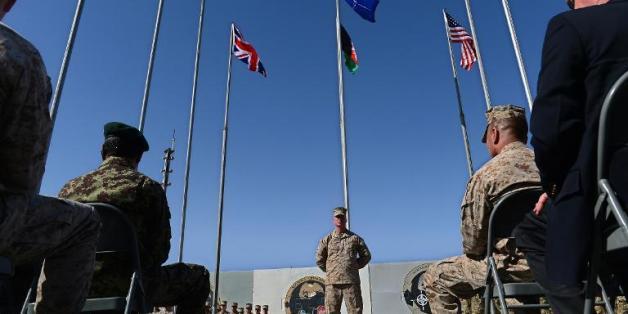 Cérémonie de retrait du camp de Bastion-Leatherneck dans la province du Helmand, où soldats américains et britanniques cèdent la place aux forces afghanes, le 26 octobre 2014