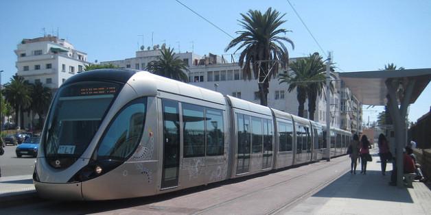 Alors qu'il tenait la main à sa petite amie marocaine dans une rame en direction du quartier universitaire, il a vécu une mésaventure avec un contrôleur du tramway