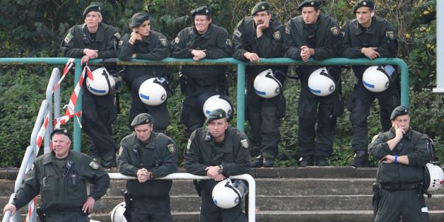 Wenn es um Nazis geht, hält sich die Polizei manchmal lieber zurück