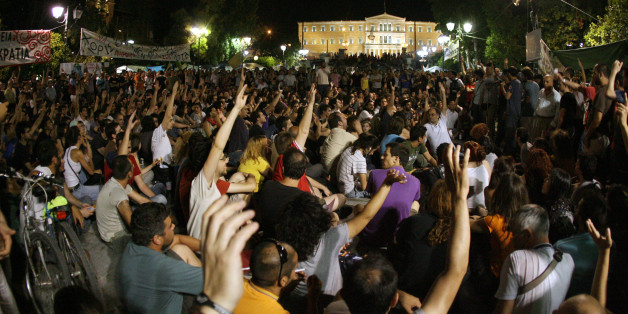 Ψηφοφορία στη λαϊκή συνέλευση του Συντάγματος. Ιούνιος 2011 (Τατιάνα Μπόλαρη/ Eurokinissi)