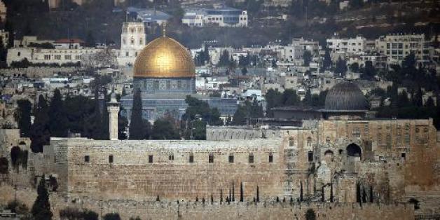 Vue du Dôme du Rocher (g) et de la mosquée d'al-Aqsa, le 21 novembre 2014 à Jérusalem