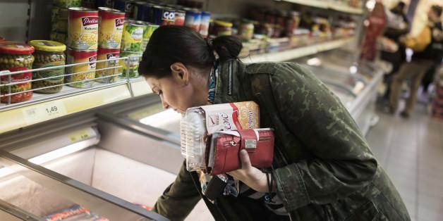 Kundin im Supermarkt