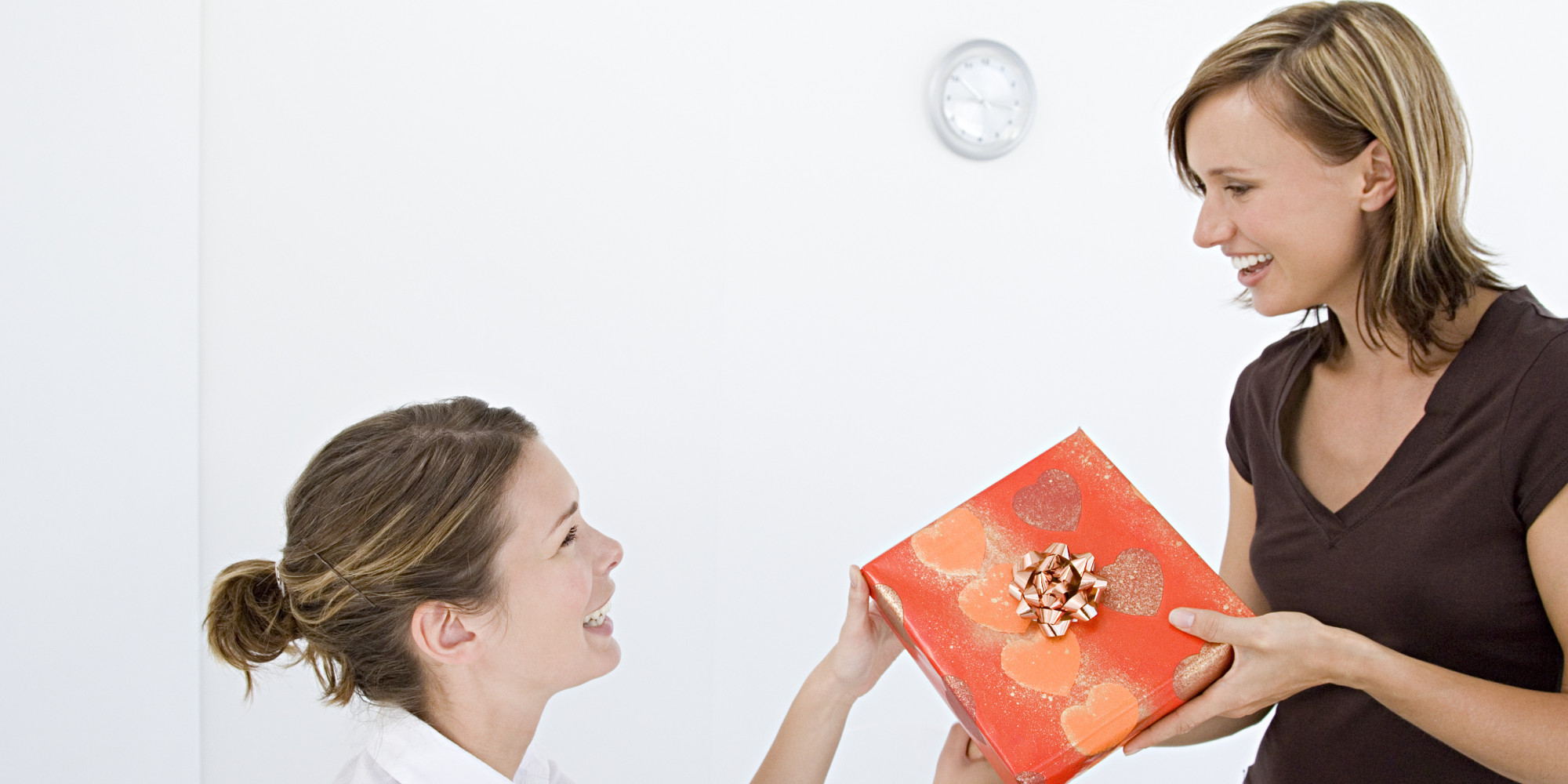 7 Secret Santa Gifts That Won T Get Shoved In A Drawer Huffpost Fun Office Gift Exchange Ideas Holiday Under 20