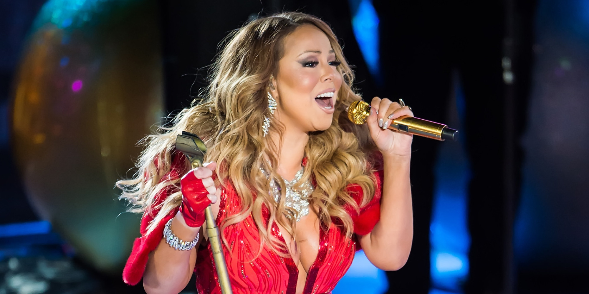 Mariah Carey Struggles Through 'All I Want For Christmas' | HuffPost