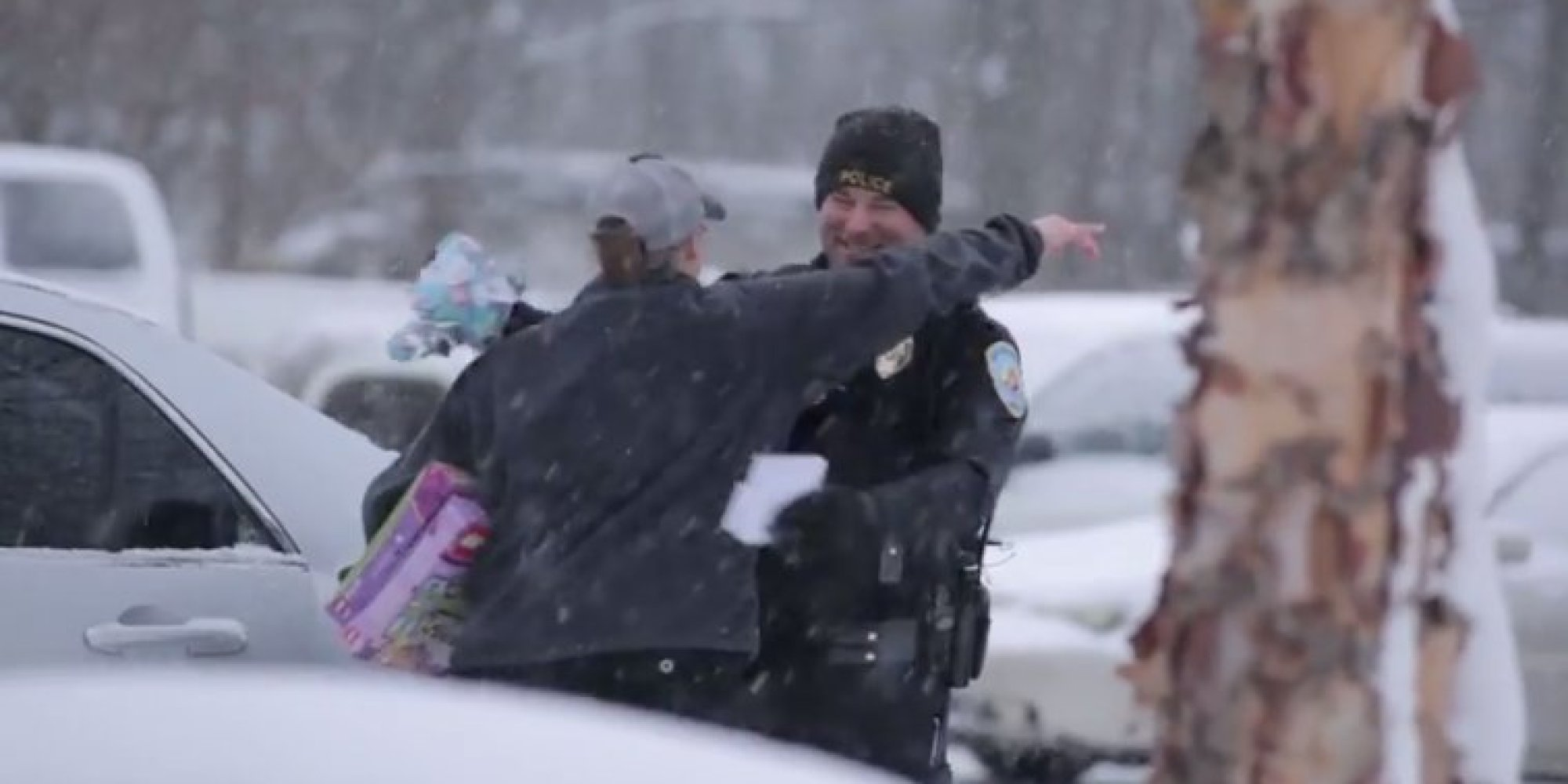 these drivers thought they were getting tickets instead police gave them christmas gifts huffpost - Christmas Gifts For Police Officers