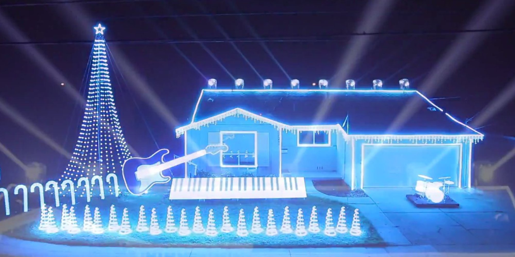 Star Wars'-Themed Christmas Light Show Is Probably Visible From A ...