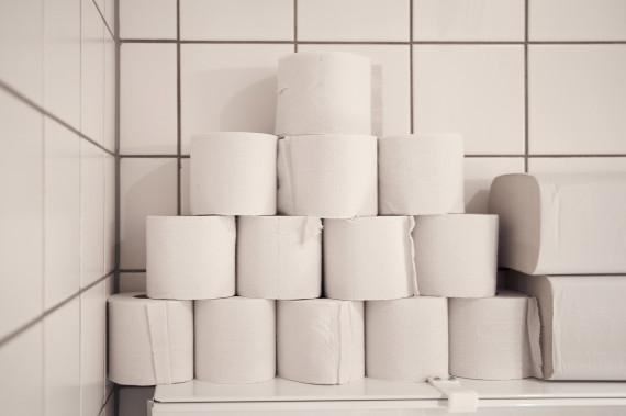 4 errori che commettiamo in bagno. Usare troppa carta igienica e ...