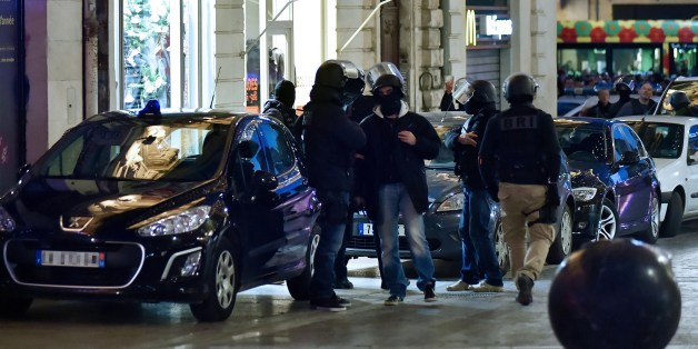 French police stand near the site where two people are being held hostage in a jewellery store by a gunman attempting a robbery on January 9, 2015 in Montpellier, southern France. A gunman robbed a jewellery store in the southern French city of Montpellier on on January 9, taking two hostages, a judicial source said, adding the incident 'had no link' to the twin hostage dramas around Paris.  AFP PHOTO / STRINGER        (Photo credit should read STRINGER/AFP/Getty Images)