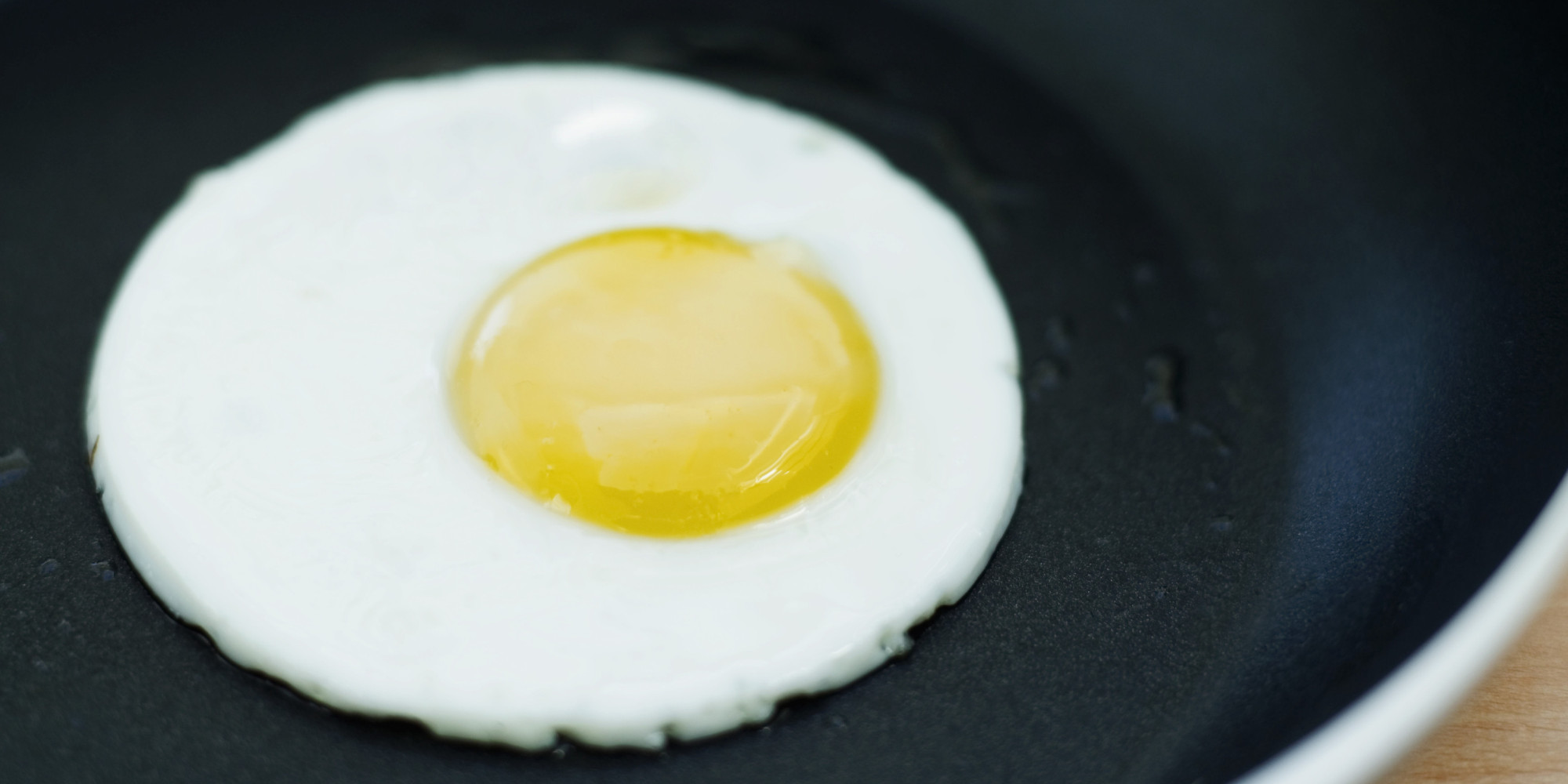 This Hack For The Perfectly Shaped Fried Eggs Just Changed ...