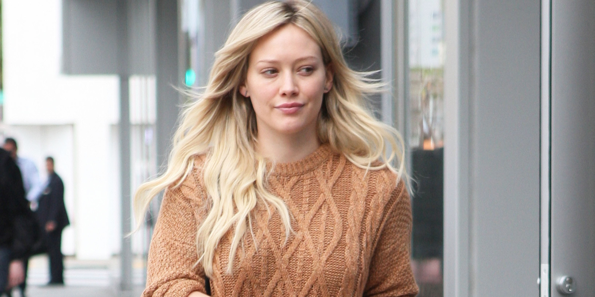 Hilary duff wears short shorts and a sweater for shopping trip hilary duff wears short shorts and a sweater for shopping trip huffpost voltagebd Gallery