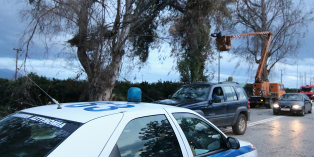 Στο Άργος ισχυροί άνεμοι έσπασαν δένδρα στην εθνική  Άργους -Κορίνθου