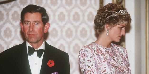 Pangeran Charles dan mendiang Putri Diana semasa hidup.