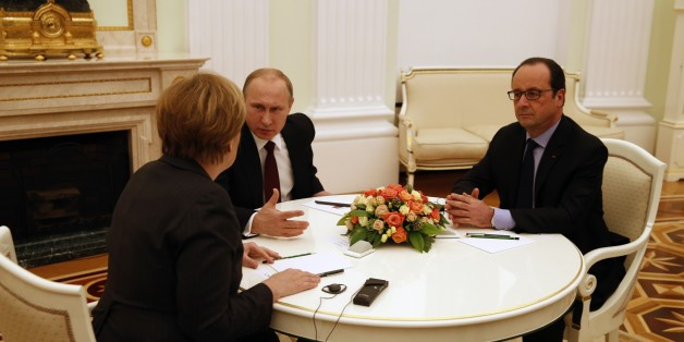 Russian President Vladimir Putin,  center, French President Francois Hollande,  right, and German Chancellor Angela Merkel have talks in the Kremlin in Moscow, Russia, Friday, Feb. 6, 2015. Russian President Vladimir Putin and the leaders of France and Germany began talks Friday on a new proposal for ending the fighting in eastern Ukraine. (AP Photo/Maxim Zmeyev, Pool)