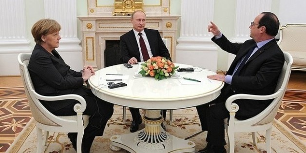 MOSCOW, RUSSIA - FEBRUARY 06: French President Francois Hollande (R) and German Chancellor Angela Merkel (L) meet with Russian President Vladimir Putin (C) to discuss the Ukrainian situation in Moscow, Russia on February 06, 2015. (Photo by Kremlin Press Office /Anadolu Agency/Getty Images)