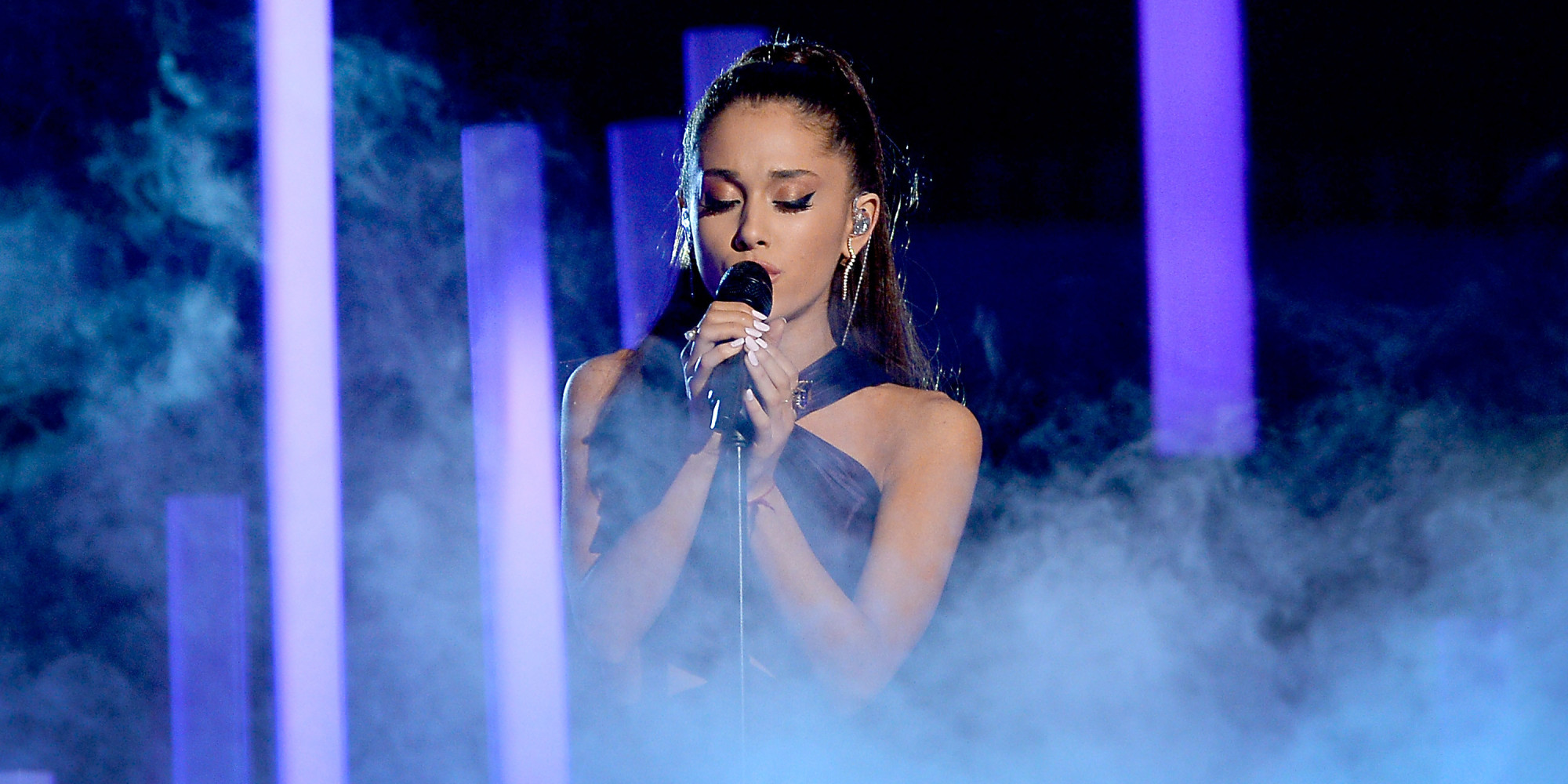 ariana grande performs 'just a little bit of your heart' at the 2015