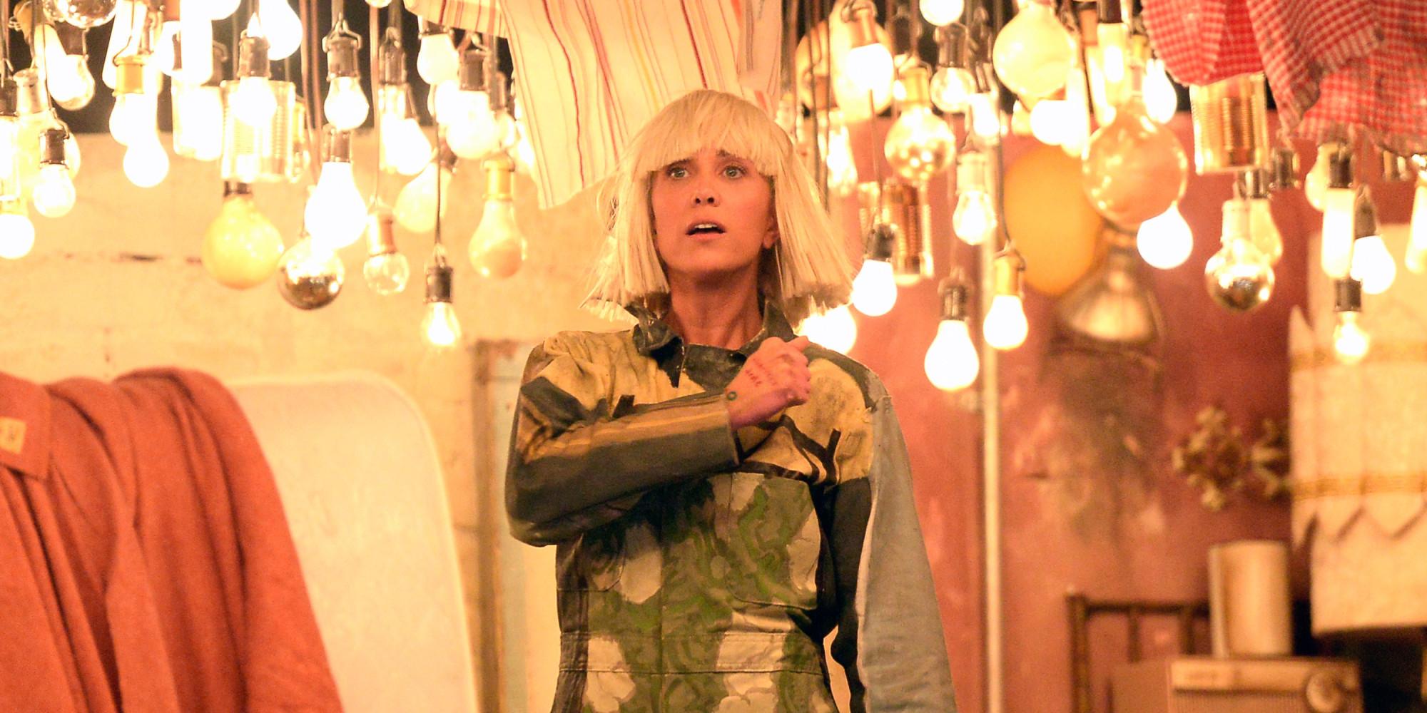 Kristen Wiig & Maddie Ziegler Turn Sia\'s Grammys Performance Into ...