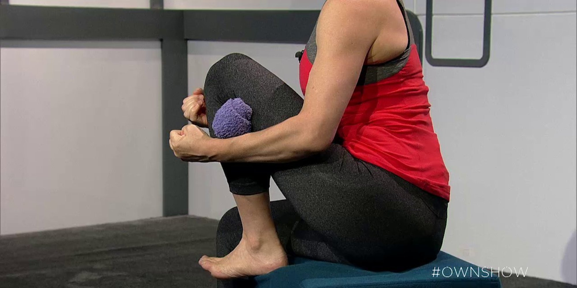 Knee pain try this 2 minute stretch for quick relief video huffpost solutioingenieria Choice Image