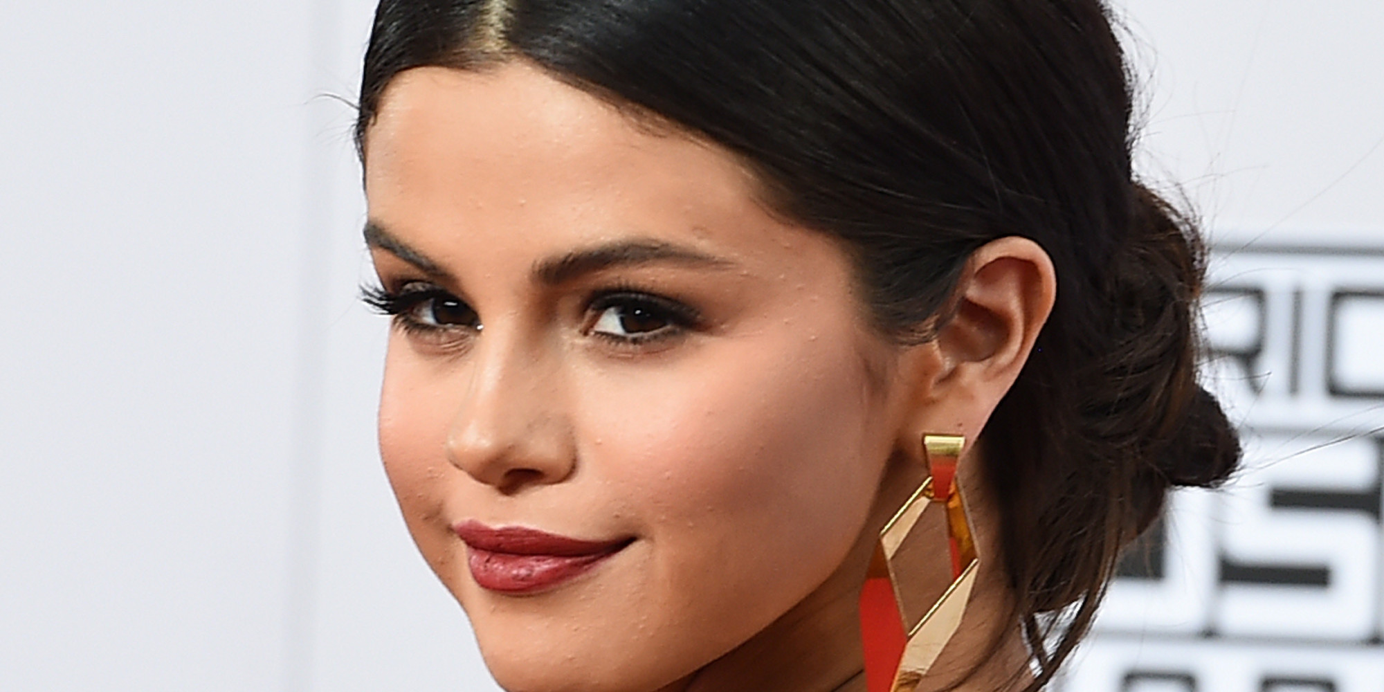 selena gomez posts moving comment on instagram to remind fans that