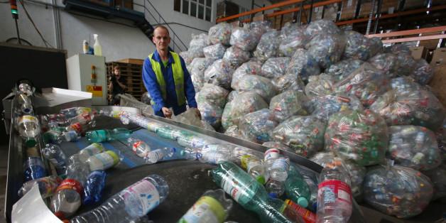 Umweltschützer fordern 20 Cent Strafe für den Kauf jeder Einwegflasche