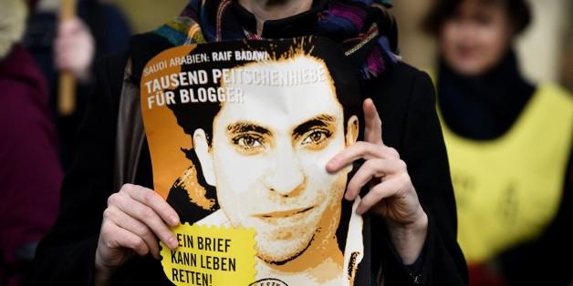 Eine Demonstrantin für Raif Badawi in Deutschland