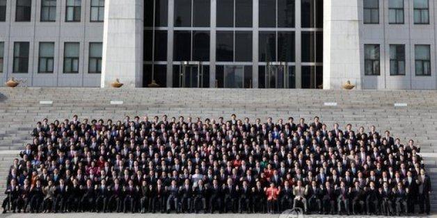 2014년 2월 3일, 제19대 국회의원들이 3일 국회의사당 정현관(본청) 앞 계단에서 단체기념사진을 촬영하고 있다.