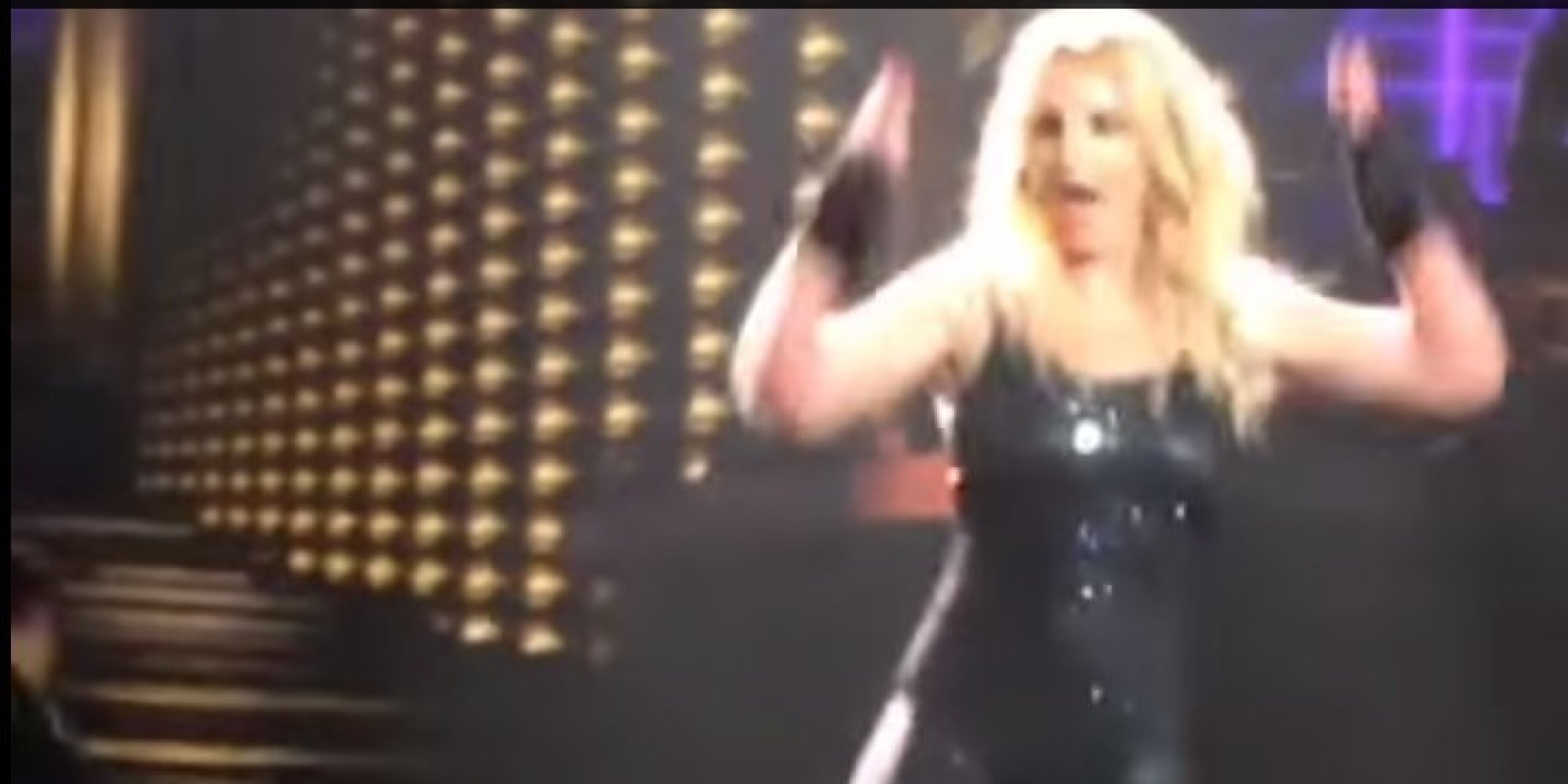 Britney Spears Hair Extensions Fall Out Mid Performance Huffpost