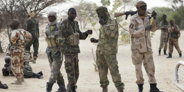 Στρατιώτες από το Τσαντ κατευθύνονται στα σύνορα με τη Νιγηρία για να πολεμήσουν με δυνάμεις της Μπόκο Χάραμ