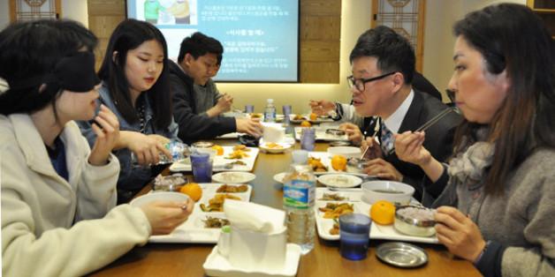 충남 논산 건양대 명곡정보관 지하 귀빈식당에서 열린 첫 '밥상머리예절' 강의.