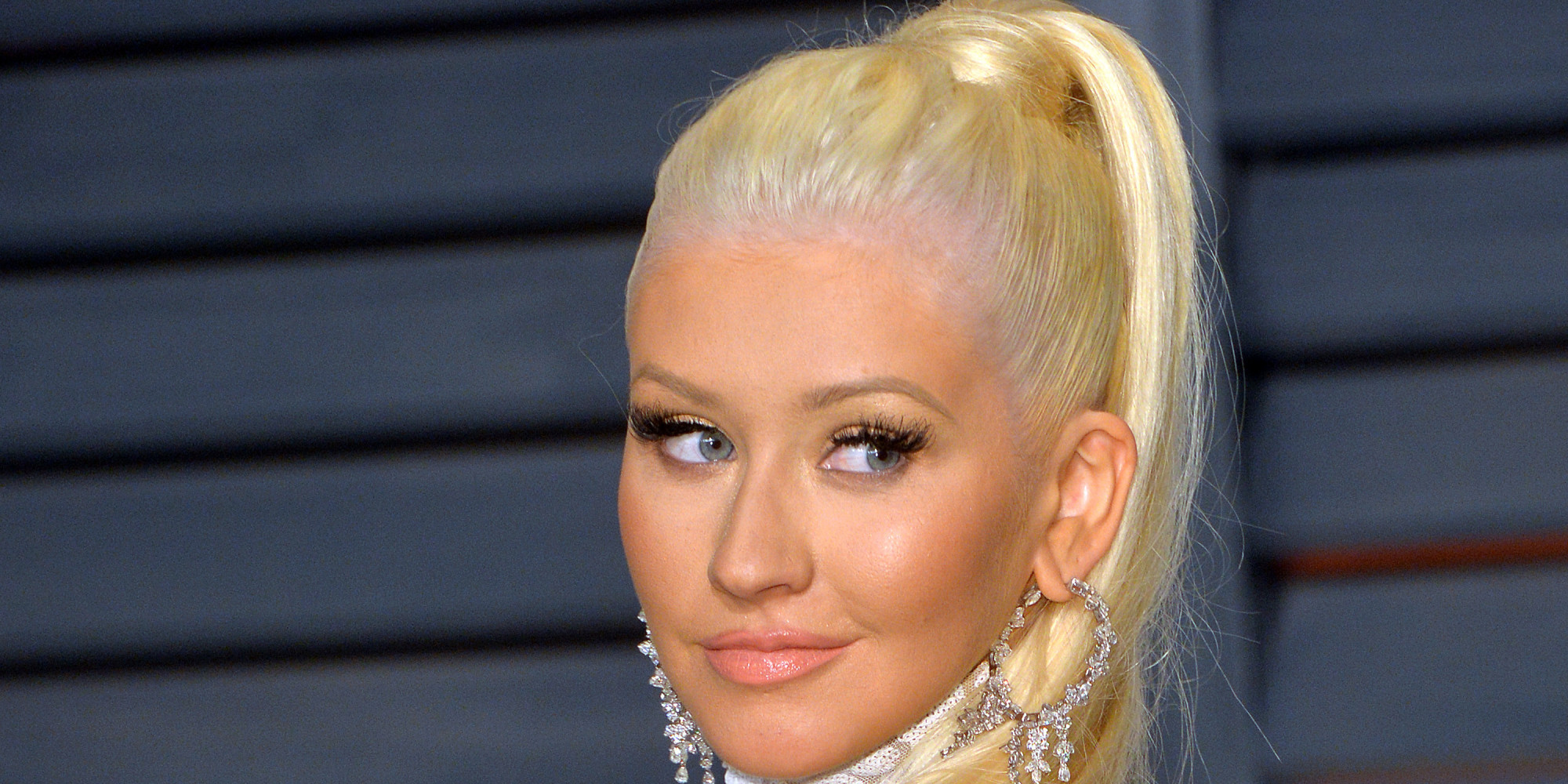 christina aguilera has brown hair for her nashville role