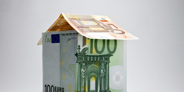 House made of banknotes, symbolic image