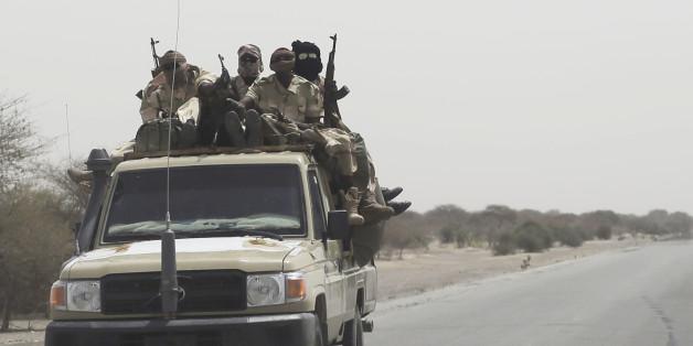 Στρατιώτες του Τσαντ ενώ μετακινούνται προς τα σύνορα με τη Νιγηρία